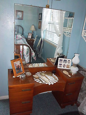 """""""A Blast from the Past"""" Beautiful 1950's 5 Drawer Vanity"""