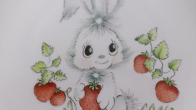 """BEAUTIFUL Vintage HUTSCHENREUTHER Hand Painted Rabbit & Strawberry 7-3/4"""" Plate"""
