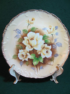 8 1/2 INCH HAND PAINTED YELLOW ROSES PLATE W/ GOLD GILD TRIM / SIGNED