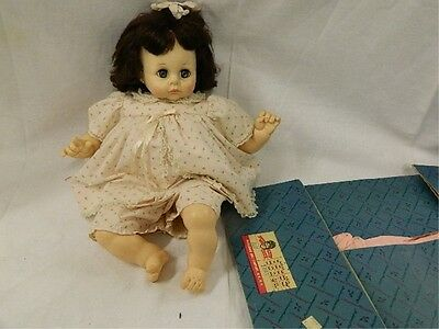 Vintage 1977 Madame Alexander Pussy Cat Doll with Elise box
