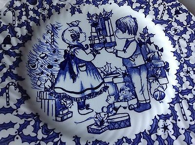 1973 Royal Crownford Merry Christmas Collectors Plate Blue& White England