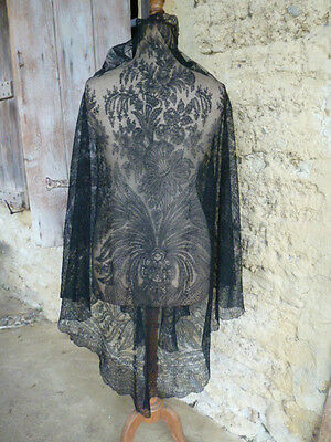 MAGNIFICENT EXTRA LARGE ANTIQUE FRENCH CHANTILLY LACE SHAWL, SILK