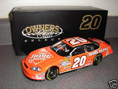 2007 TONY STEWART NASCAR 1/24TH DIECAST CAR OWNERS CLUB ACTION HOME DEPOT RACING