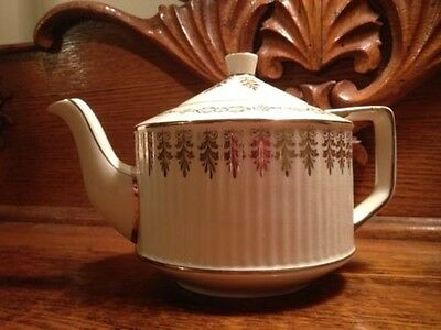 ANTIQUE TEA POT SADLER ENGLAND VERY COLLECTABLE!!!