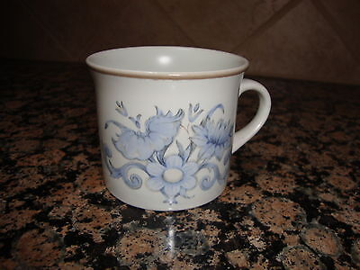 "Royal Doulton 1975 INSPIRATION 3"" Tall Cup"