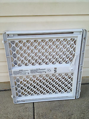 """THE NORTH STATES STURDY LEVER PLASTIC GATE 30"""" TO 42""""x26""""x26"""" h"""