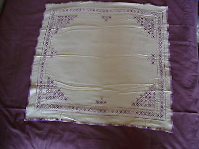 #046  Beautiful Vintage Hand-Embroidered Tablecloth