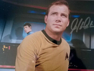 Star Trek William Shatner Signed 8 X 10 Photograph