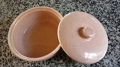 """BAUER California Pottery Speckled Pink  8.5"""" Covered Casserole Dish / Bowl MINT"""
