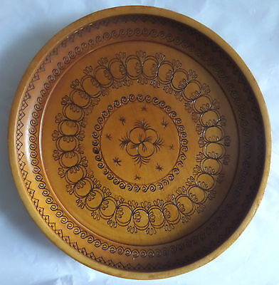 """A LARGE HAND TURNED WOODEN BOWL WITH A PATTERNED SURFACE 11"""" (28cm) (BWP)"""