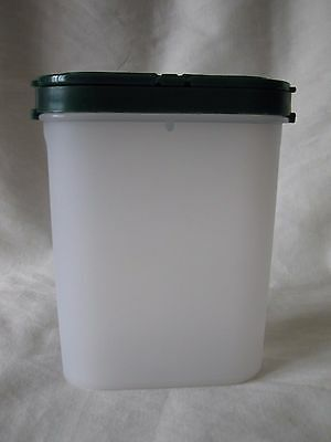 Tupperware Modular Mate #1846 Container With Hunter Green #1844 Shaker Lid