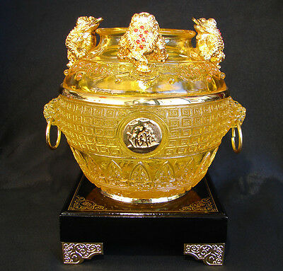 Feng Shui Wealthy Pot with Money Frogs
