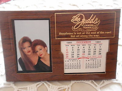 THE JUDDS-WYNONNA & NAOMI-1991 Desk Calendar-Picture & Caldender Can be updated.