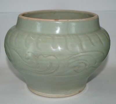 A Song - Yuan dynasty longquan celadon large carved jar