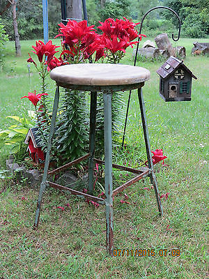 WOOD METAL STOOL 1900'S lINDUSTRIAL