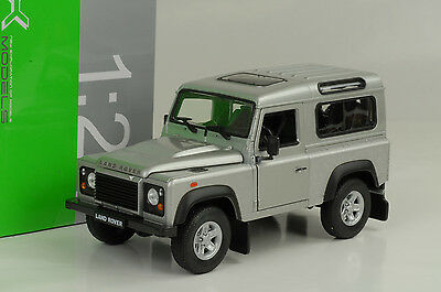 Land Rover Defender Station 90 Td5 E silver silber 1:24 Welly