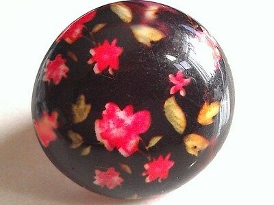 MOD PLASTIC RING! 1970's Jewelry. Pop. Boho. Hippie. Flowers & Black Round Mount