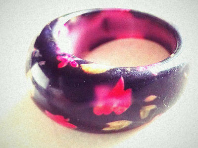 MOD POP RING! 1970's Retro!! Beautiful! Painted Flowers/Smooth Black Lucite Moun