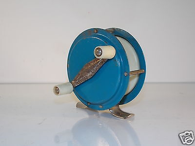 Antiguo carrete de pesca // Old fishing reel // Alt Angelrolle