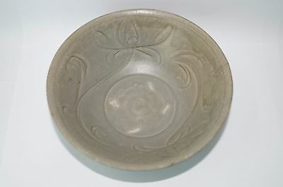 Rare Song dynasty longquan celadon large carved bowl B-218