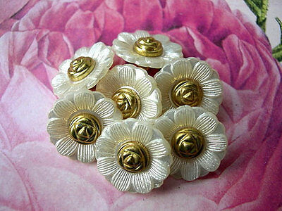6 Vintage flowers buttons pearlized white lucite plastic , 20mm