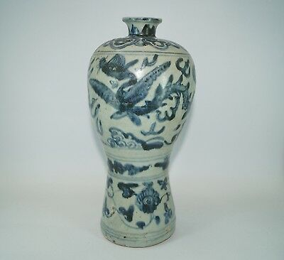 Rare Ming dynasty blue and white large flying Dragon meiping vase