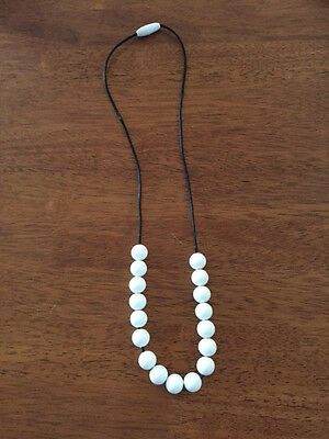 Silicone Necklace for Mum, Teething Baby Chew Necklace, White