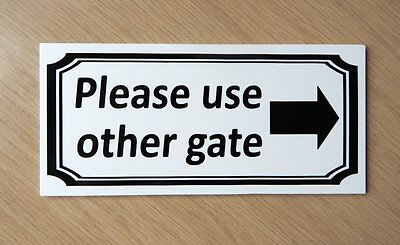 Please use other gate sign. Right Arrow.   Plastic.   (BS-54)