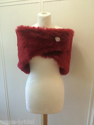 LUXURY WARM RED FAUX FUR WRAP WITH BROOCH FAST. ASS SIZES BNIP*free samples*