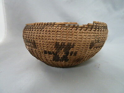 "Native American Small Weave Tray Basket Bowlt. Nice Design. Approx 6"" Diameter"