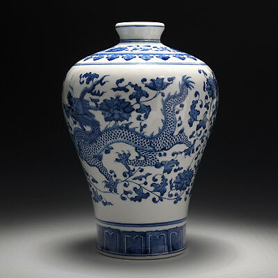 Chinese Blue and White Vase with Dragon Pattern  Orient Vase Home Decorate Vase