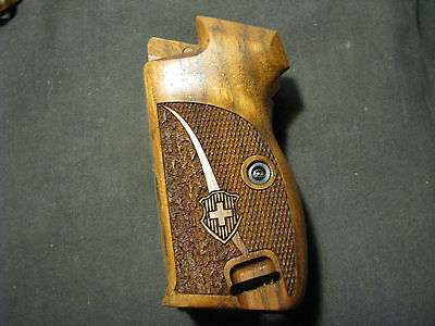 Pistol Grips for SIG P210 Walnut Chkr/Txtr w/LOGO w/BOTTOM MagRel WITH Lanyard