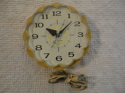 Vintage Retro Working General Electric Model 2150 Electric Kitchen Wall Clock