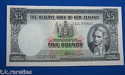 New Zealand 5 Pound Blue paper note 1967 CFU - UNC. RN Fleming thread P160d