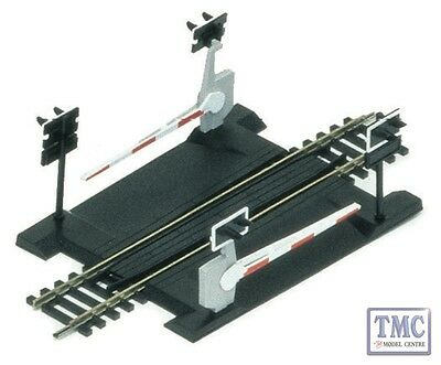 R645 Hornby HO/OO Gauge Single Track Level Crossing