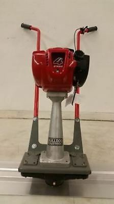 NEW BullDog concrete power screed Honda 4 stroke Gas cement w/ 12 blade