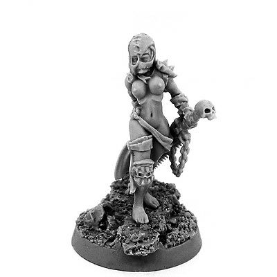28mm-scale SISTER REPENTIUM WITH CHAINSAW-SWORD