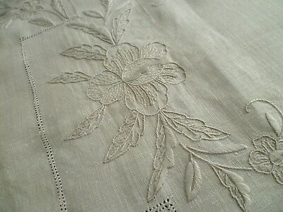 VINTAGE HAND EMBROIDERY IN LIGHT GREY COLOUR COTTON TABLE RUNNER 70cms x 36cms
