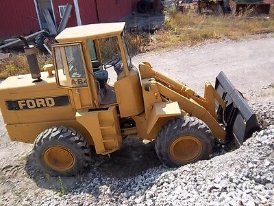 Ford A64 LOADER diesel 4x4  has a 3yard bucket, new motor ,good tires