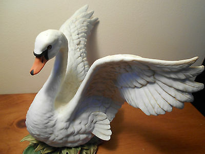 Swan with wings extended Masterpiece Porcelain 1987 Vintage Homco Home Interiors