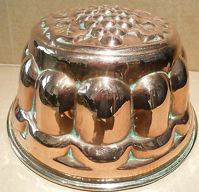 LOVELY LARGE ANTIQUE COPPER JELLY JELLO MOULD 20.3 cm in diameter