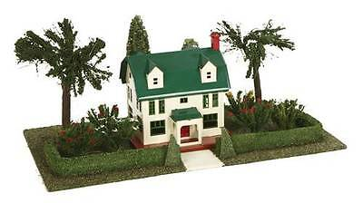 MTH/Lionel Corporation 11-90074 #912 Suburban Home Plot w/No. 189 Villa Ivory