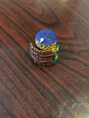 Lovely Novelty Away In A Manger Novelty Thimble