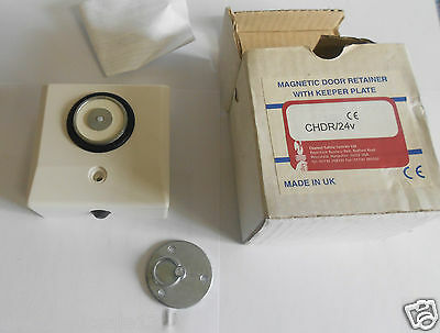 Magnetic door retainer with keeper plate chdr/24v