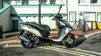 *BRAND NEW*  MOTORCYCLE  -SINNIS Shuttle 125cc Scooter