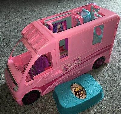 Barbie and her Sisters in a Pony Tale Camper Motor home RV X8140 Mattel Rare