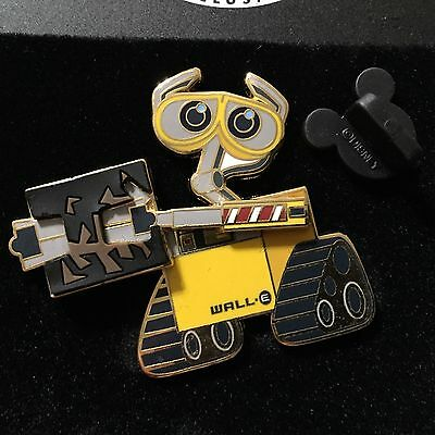 Disney Store Exclusive- Free D / Movement WALL-E Picking up trash