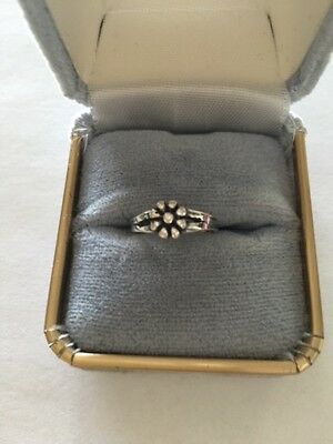 Sterling Silver Adjustable Toe Ring.with Large Flower Tr254