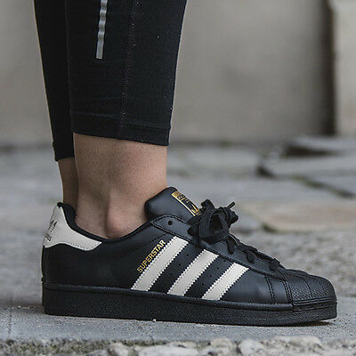 Chaussures Sneakers Adidas Originals Superstar Noir [B23642]