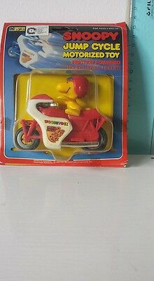 Vintage Peanuts Snoopy Charlie Brown Aviva Motorized Jump Cycle New In Package